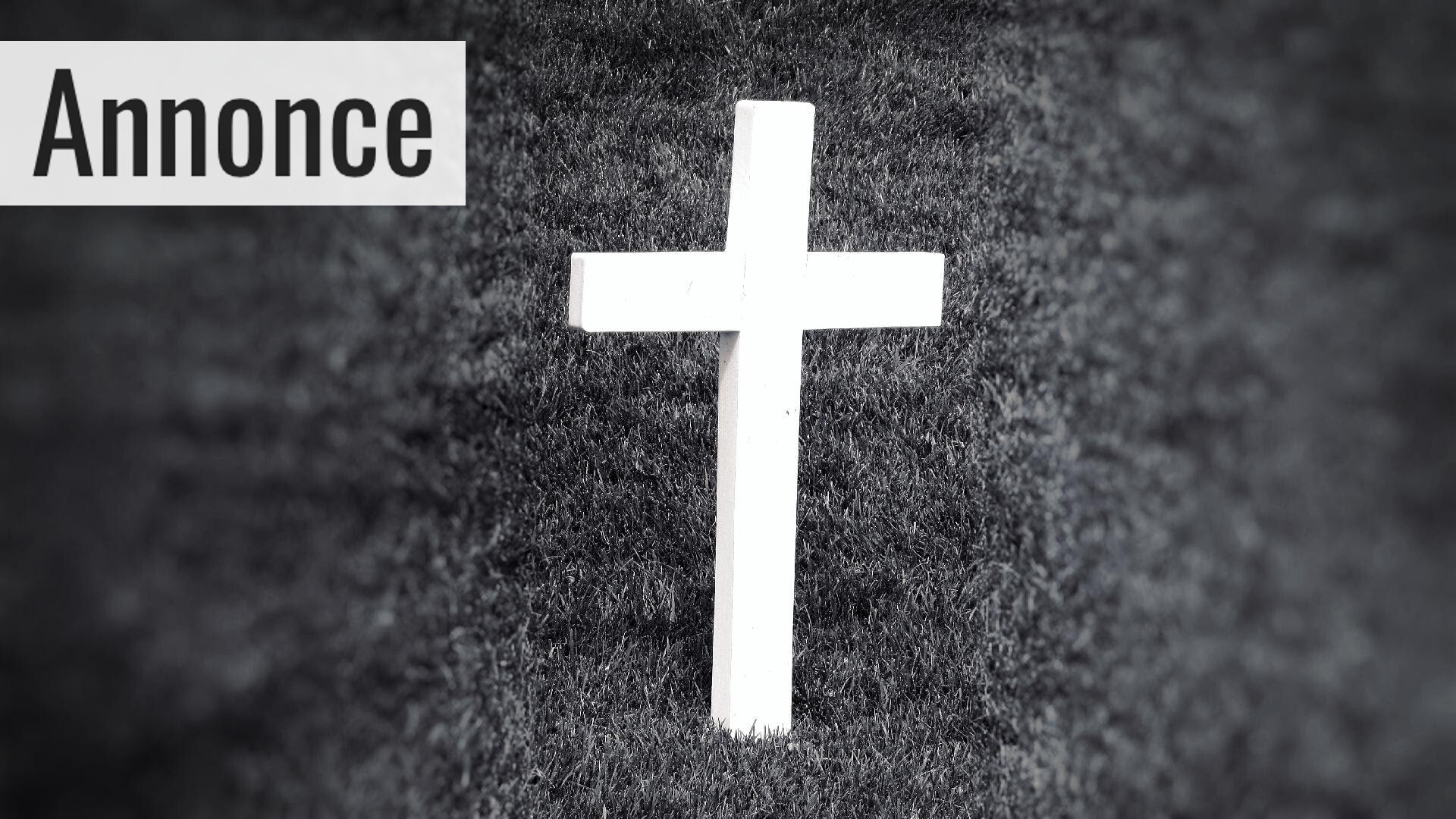 black-and-white-cemetery-cross-580450
